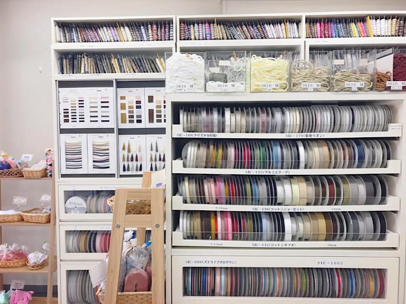 浅草橋のリボン店、コンポさんにはゴムの種類も沢山あります。